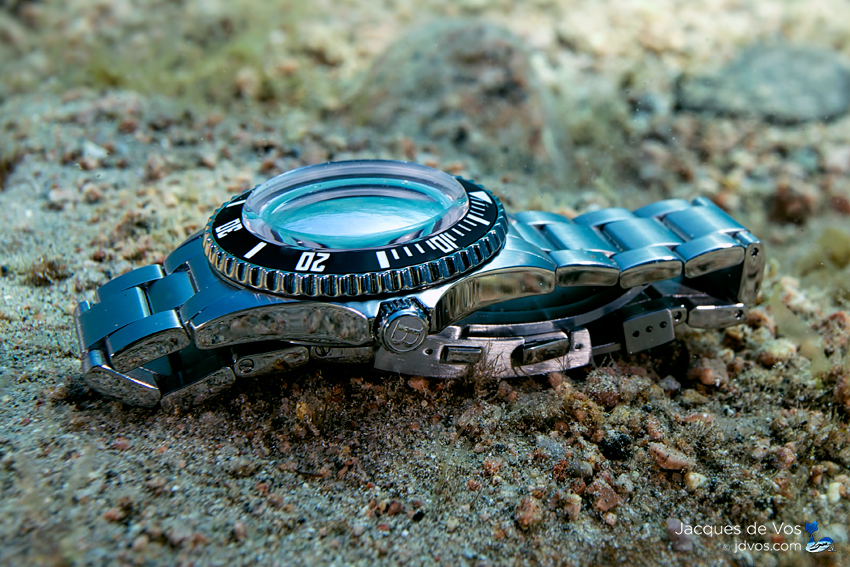 Seahawk 1500 - Double Domed Sapphire Crystal Glass Reflecting The Water Surface
