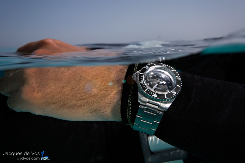 The Seahawk 1500 features a reliable bezel for use while diving.
