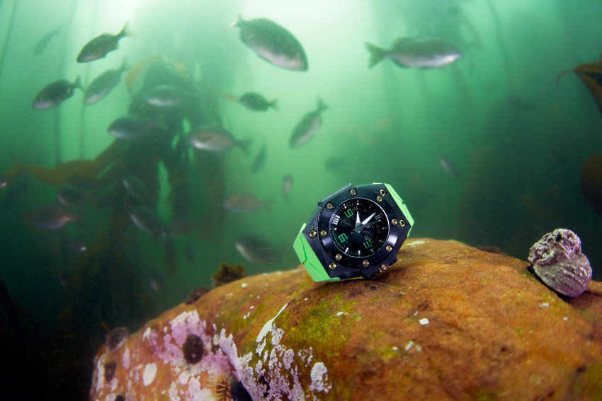 The Linde Werdelin Oktopus Double Date Carbon Green against a mineral green underwater world in South Africa.