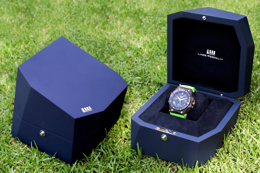 The Modern Looking Linde Werdelin Double Date Carbon - Green Presentation Case